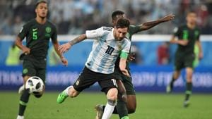 Lionel Messi (C) competes for the ball during the 2018 FIFA World Cup Group D match between Nigeria and Argentina at the Saint Petersburg Stadium in Saint Petersburg on June 26, 2018.(AFP)