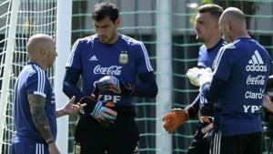 Argentina's coach Jorge Sampaoli (L) talks to goalkeepers Nahuel Guzman (2L) Franco Armani and Wilfredo Caballero (R) during a training session at the team's base camp in Bronnitsy, on June 29, 2018 on the eve of the team's round of sixteen match vs France at the 2018 FIFA World Cup.(AFP)