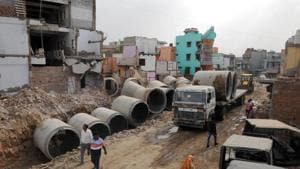 A view of Badshahpur drain adjacent to which the leisure hub is expected to be constructed. Environmentalists from Gwal Pahari have sent legal notices to the MCG and Huda to stop the concretisation work of Badshahpur drain.(Parveen Kumar/HT)