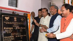 Union minister Ananth Kumar (3rd from L) and CM Trivendra Singh Rawat inaugurat CIPET in Doiwala on Tuesday.(HT Photo)