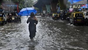 Water logging at Mohammed Ali Road(HT Photo)