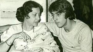 Sanjay Dutt said during an old video is the first time he really cried after mother Nargis' death was after he heard the message.