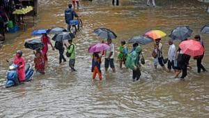 Just one bout of heavy rain, and Mumbai was faced with the normal, albeit unfortunate, issues of waterlogging, crumbling bridges, stalled trains which naively, we seem to be accepting as the norm during monsoon.(HT Photo)