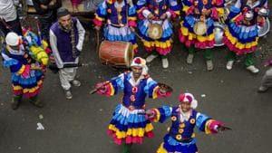 Folk artistes perform during month-long Harela festival, in Nainital.(PTI)