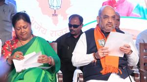 BJP president Amit Shah and Rajasthan chief minister Vasundhara Raje at the closing ceremony of state working committee meeting in Jaipur.(Himanshu Vyas/HT PHOTO)