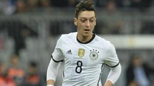 Mesut Ozil announced his retirement from the Germany national football team on Sunday in the wake of the controversy surrounding his recent meeting with Turkish President Recep Tayyip Erdogan.(AP)