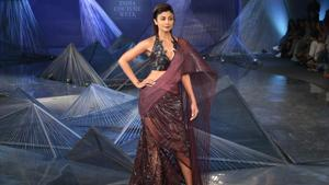 Shilpa Shetty wore a plum outfit by Amit Aggarwal and was the showstopper at his show at India Couture Week 2018. (Amal KS/HT Photo)
