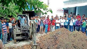 A site on the shelter home campus at Muzaffarpur being dug on suspicion that a rape victim was allegedly buried there.(HT file photo)