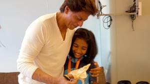 Shah Rukh Khan invited cancer survivors to the his home.