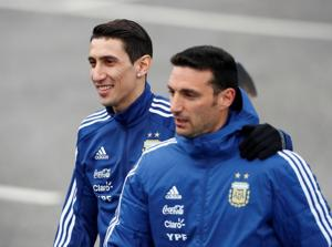 Lionel Scaloni (R) will be in charge of Argentina in their upcoming friendlies against Guatemala and Colombia.(Reuters)