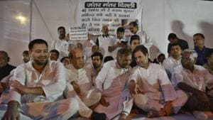 (From left) RJD leader Tejashwi Prasad Yadav, TMC's Dinesh Trivedi, Loktantrik Janata Dal leader Sharad Yadav, Congress chief Rahul Gandhi and CPI parliamentarian D Raja during a protest in Delhi on Saturday against the sexual abuse of girls at a shelter home in Muzaffarpur.(Sanchit Khanna/HT Photo)