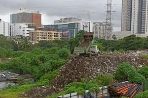 A garbage pile outside Ram Mandir Railway station in Mumbai in August, 2018.(HT Photo)