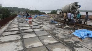 Authorities have finally woken up to the woes of the commuters following the closure of Mumbra Bypass.(HT Photo)