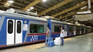 The Western Railway has sent its proposal to the Railway Board, after studying commuter patterns and earnings on local trains, both during peak and non-peak hours.(HT Photo)