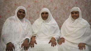 Taiyyabhi Hamid Sheikh, Shamshabbi Israeli Sayeed and Naseema Begum Mehmood Sayeed at Taloja in Navi Mumbai on Friday(Bachchan Kumar/ HT Photo)