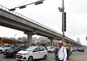 From Monday, the police began trials on traffic intersections at Huda City Centre metro station and Sector 42-27.(Yogendra Kumar/HT Photo)
