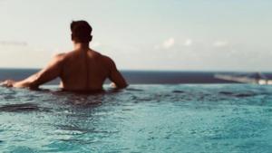 Salman Khan, seen here, in an infinity pool in Malta, where the team is shooting for his film Bharat.(Beingsalmankhan/Instagram)