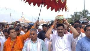 The ashes were immersed at the confluence of Ganga and the Bay of Bengal after a puja was held in the presence of West Bengal BJP president Dilip Ghosh, Mukul Roy and other senior party leaders at Gangasagar.(Twitter/BJP Bengal)