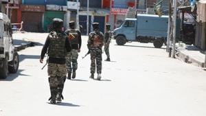 Soldiers stand guard during an encounter in Anantnag.(Waseem Andrab/HT File Photo)