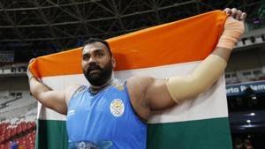 Tajinderpal Singh Toor of India celebrates winning the gold medal.(REUTERS)