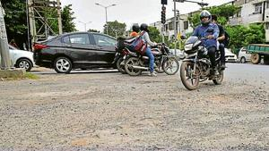 Bad roads found reference in the MCG's assessment report of South City 2.(Kartik Wahie/HT PHOTO)