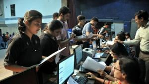 Students who have scored 80-100% marks in their boards could grab a seat in college with vacant seats across the Mumbai Metropolitan Region (MMR).(HT photo)