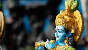 Lord Krishna's devotees fast on Janmashtami and eat only one meal a day before. The Krishna Abhishekam is performed (milk, ghee and water is used) and they offer 'bhog' to Krishna.(Shutterstock)
