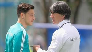 Joachim Loew, head coach of Germany talks to his palyer Mesut Oezil during the Germany training session ahead of the 2018 FIFA World Cup at CSKA Sports Base on June 13, 2018 in Moscow, Russia.(Getty Images)