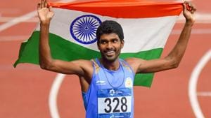 Jinson Johnson celebrate with the national flag after winning gold in Men's 1500m event at Asian Games 2018.(PTI)