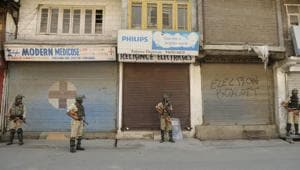 Police imposed curbs in northern and eastern parts of Srinagar to prevent escalation of violence.(Waseem Andrabi/HT Photo)