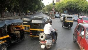 Mumbaikars may soon be able to hire two-wheelers that could cost Rs 2-5 per kilometre or Rs 300-500 per day, depending upon the variants, if the city traffic police green signals the proposal.(HT File Photo)