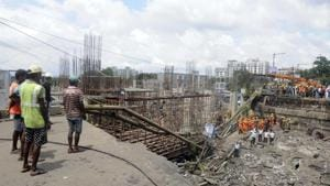 A section of the bridge collapsed on September 4 disrupting an arterial connection between the city of Kolkata and South 24 Parganas district. The Diamond Harbour Road, of which the bridge was a part, is one of the routes which was used by some vehicles going to and coming from Kolkata Dock Complex.(Samir Jana)