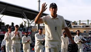 India vs England: Alastair Cook gifted 33 beer bottles by English media - Watch