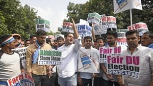 Members of National Students' Union of India (NSUI) stage a protest outside Election Commission in New Delhi.(Sanchit Khanna/ Hindustan Times)