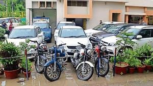 The police recovered five Brezza cars, three Swift cars, one Fortuner and one Creta, besides four Bullet motorcycles.(HT Photo)