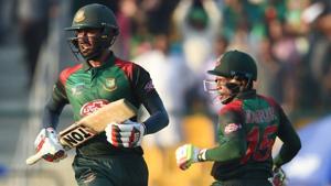 Bangladesh batsman Mushfiqur Rahim (R) and Mohammad Mithun run between the wickets during the one day international (ODI) Asia Cup cricket match between Bangladesh and Pakistan.(AFP)