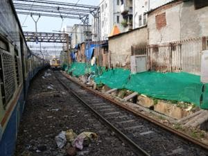 Since November last year, CR has removed nearly 150,000 cubic metres (m3) of trash — equivalent to 7,500 fully-filled BMC dumper trucks — from railway tracks between CSMT and Sandhurst Road station.(HT Photo)