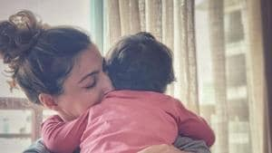 Soha Ali Khan with her daughter Inaaya Naumi Kemmu sleeping her arms.(Instagram)