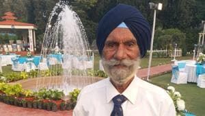Honorary Captain Faqir Singh (retd) was perhaps the most special guest at the Indian Air Force Day reception hosted by IAF chief BS Dhanoa at his Akbar Road residence on Monday.(HT Photo)
