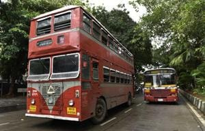 People lined up for the double decker best bus at Nariman Point in Mumbai, India, on August 8.(Hindustan Times)