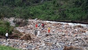 Local people watch the recovery of dead bodies at the foothill stream near Baraghar under Rayagada block of Gajapati district of Odisha, where 16 persons died in a rockslide in the aftermath cyclonic storm Titli.(Arabinda Mahapatra/HT)