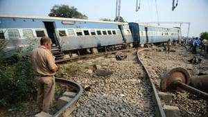 A police personnel stands the site where the engine of the New Farakka Express train derailed along with eight coaches near Harchandpur Railway station in Rae Bareli on October 10, 2018.(AFP File Photo)