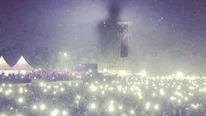 Bryan Adams concert photo shows off Delhi pollution.(Instagram)