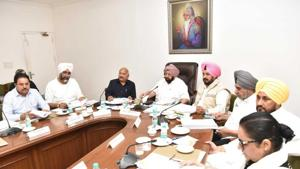 Punjab chief minister Captain Amarinder Singh presiding over a cabinet meeting at the CMO on Wednesday(HT Photo)