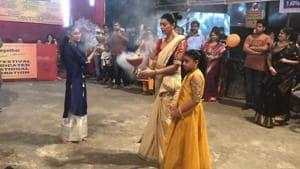 Sushmita Sen and Renee dance during Durga Puja celebrations in Mumbai.(Instagram)