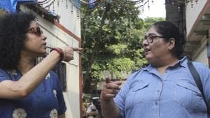 Former TV producer, director and writer Vinita Nanda walks along with friends outside a police station after filling a complaint against actor Alok Nath in Mumbai.(AP)