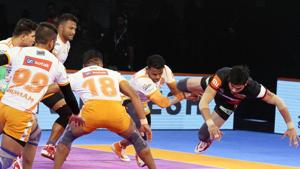 Puneri Paltan held their nerve and composure in the last five minutes to register an important victory.(Pro Kabaddi)