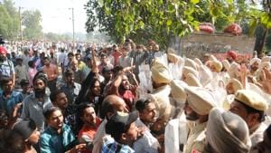 People protest after the Amritsar train accident on Saturday.(Pardeep Pandit/HT Photo)