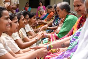 Students of a Pune college tying friendship band on senior citizens, Pune, August 4, 2018(Sanket Wankhade/HT)