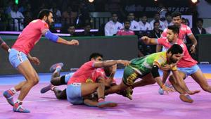 Patna Pirates captain Pardeep Narwal in action against Jaipur Pink Panthers in Pro Kabaddi League 2018.(PKL)